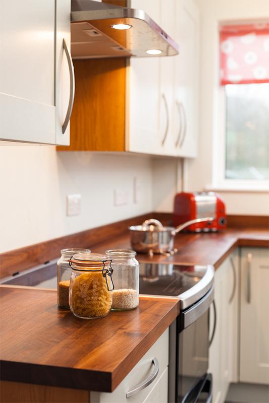 arbeitsplatte amerikanischer nussbaum mit durchgehenden lamellen galerie worktop. Black Bedroom Furniture Sets. Home Design Ideas