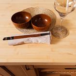 Bambus Arbeitsplatten haben eine helle Farbe und eine einzigartige Erscheinung - eine Arbeitsplatte aus nachhaltigem Material, ideal für helle, moderne Küchen.