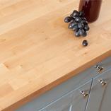 Die Birke Arbeitsplatte ist eine gute Möglichkeit um Charakter in kleine Küchen zu bringen.