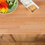 Buche-Arbeitsplatten können wunderbar mit Holzschränken kombiniert werden.