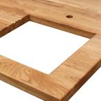 Eiche-Arbeitsplatte mit durchgehenden Lamellen mit Ausschnitt für ein Einbauspülbecken, Wasserhahn Ausschnitt und Ablaufrillen.
