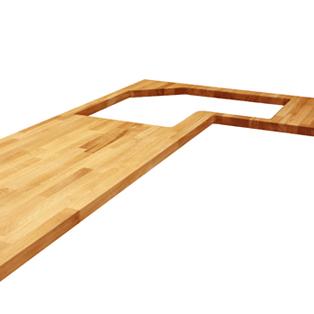 Ein L-förmiges Stück Eiche mit einem unregelmäßigen Ausschnitt, einem Ausschnitt für eine ums Eck gehende Spüle und abgerundeten Radius-Ecken.