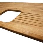 Eiche-Arbeitsplatte mit Ausschnitt für ein Einbauspülbecken, Wasserhahn Ausschnitt, Ablaufrillen und 6mm Oberkantenprofil.