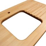 Premium-Buche-Arbeitsplatte mit Ausschnitt für eine Unterbauspüle, Ablaufrillen und einem Ausschnitt für einen Wasserhahn.