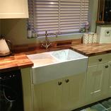 Nussbaum-Arbeitsplatten sind auch eine ausgezeichnete Wahl für traditionelle Küchen.