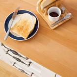 Unsere Premium-Buche-Arbeitsplatten sind relativ hell und sind die perfekte Wahl für klassische Kücheneinrichtungen oder Kücheneinrichtungen im Country-Stil.