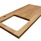 Premium-Eiche-Arbeitsplatte mit durchgehenden Lamellen mit Ausschnitt für eine Einbauspüle, Ablaufrillen und Wasserhahn Ausschnitt.