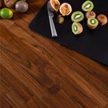 Amerikanischer-Nussbaum-Arbeitsplatten haben atemberaubende Maserungen und ist eines unserer luxoriösten Hölzer.