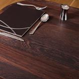 Wenge Arbeitsplatten mit durchgehenden Lamellen ist eine unserer luxuriösesten Wahlmöglichkeiten - hergestellt aus 90mm breiten Lamellen des afrikanisches Holzes, die über die volle Länge der Arbeitsplatten verlaufen.