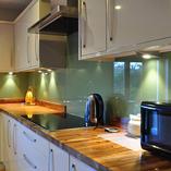 Dieser Küchenbesitzer hat sich entschieden die Zebrano-Arbeitsplatten so einzubauen, dass die Endmaserungen auf der Sichtseite ist.