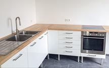 Eine Kundenküche mit unseren Standard-Eiche-Arbeitsplatten.