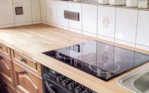 Eiche ist der Klassiker, wenn es um Küchenarbeitsplatten geht.