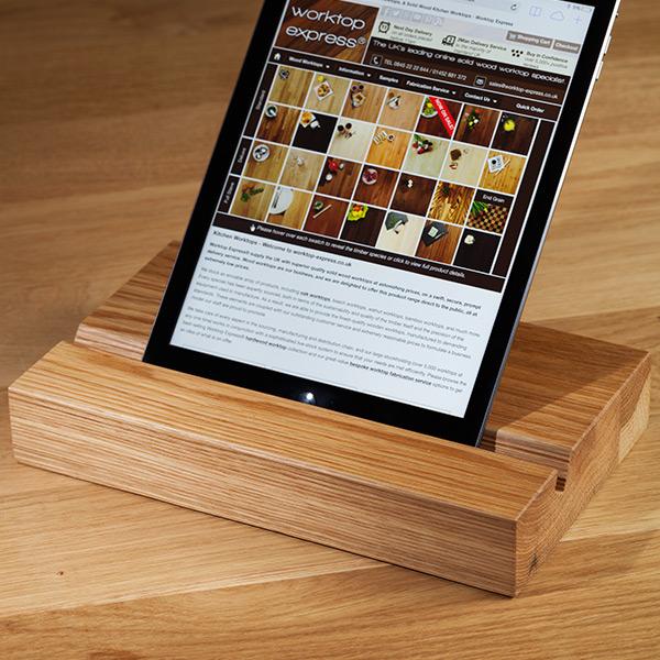 ipad st nder aus eiche massivholz tablet halter aus eiche. Black Bedroom Furniture Sets. Home Design Ideas